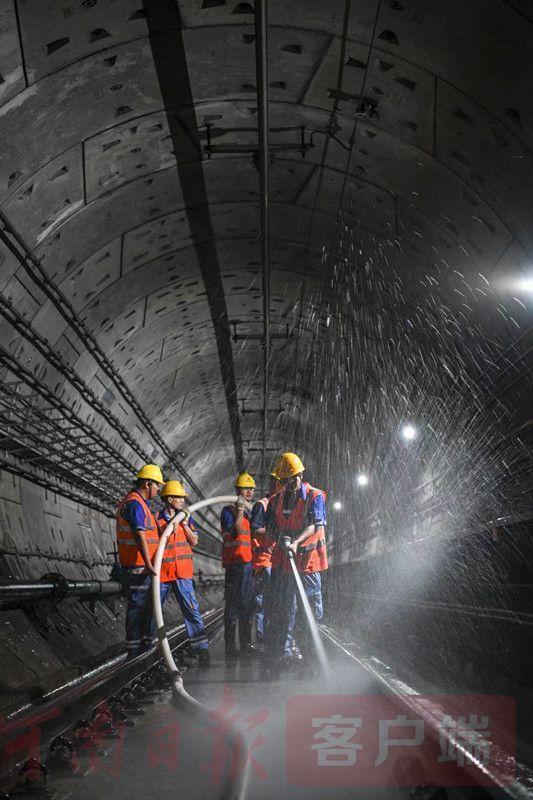 郑州地铁2号线一期及城郊线实现贯通空载运行